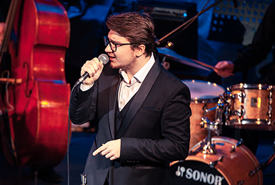 Solo Performance of pop and jazz compositions Fedor Durand
